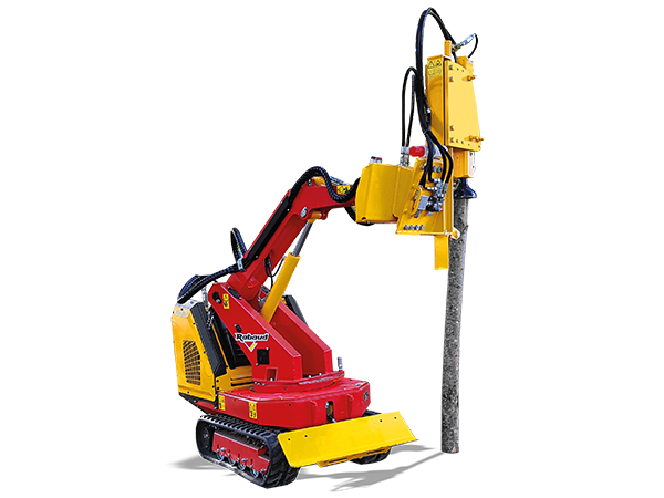Radio-controlled tool carrier with cutting blade : ERKULE